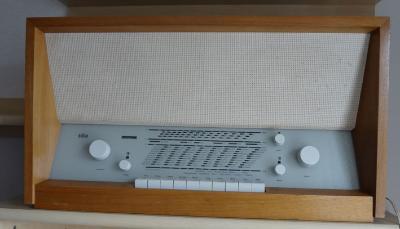 braun_stereo_roehrenradio_radio